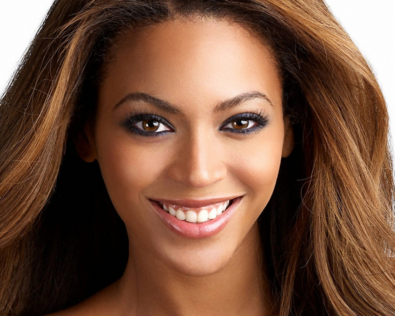 beyonce_smile_face_lips_hair_5905_1280x1024